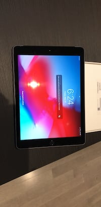 iPad 6 32GB Space Grey Cellular with case