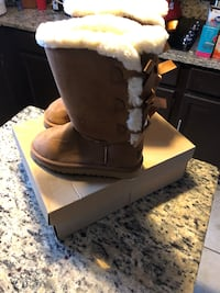 Uggs size 6 & 7 avail  Abingdon, 21009