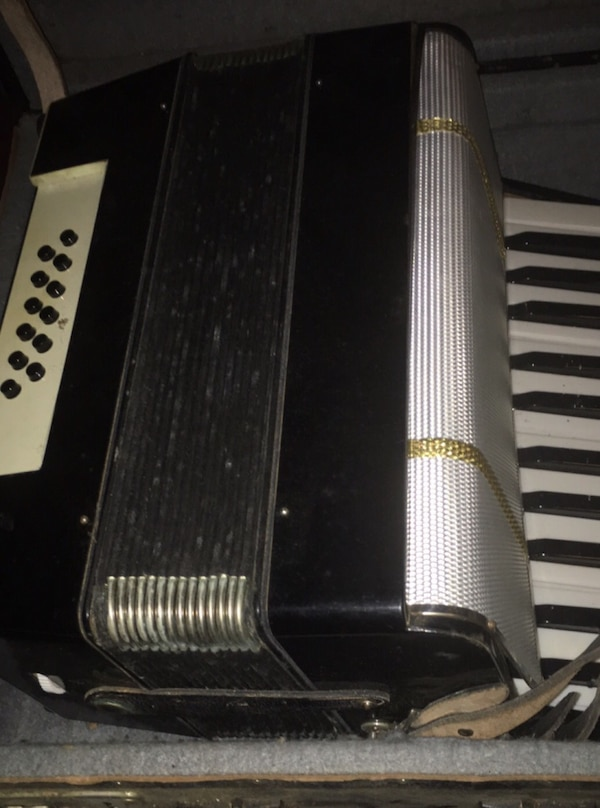 Excellent German Accordion Weltmeister Gigantilli I  80 bass Including Case