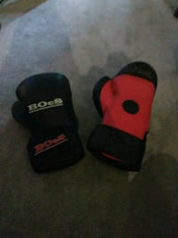 BOES padded boxing gloves size small\med  Edmonton, T5Y