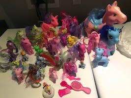 30 my little pony's and 5 brushes