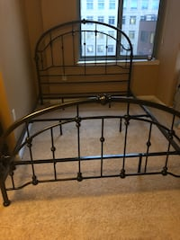 Queen sized bed frame  Arlington, 22203