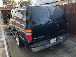 Chevrolet - Suburban - 2001 clean Title low miles one owner fully loaded. $6500