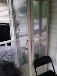 Collecters cabinets,  whith lock key and lights. Oshawa, L1H 5E3