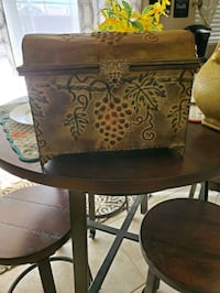 Tuscany metal chest