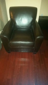 Chocolate brown leather one seater Whitby, L1R