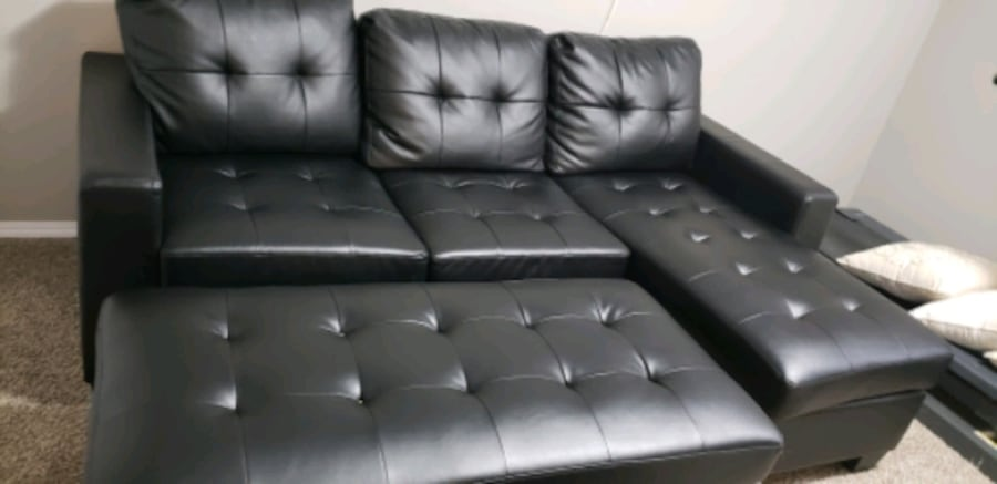 Couch  in excellent condition  2f451fb5-a38b-4ae7-a157-9b52c3f2cc2d