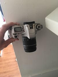 Canon Rebel 2000 Eos with nice case