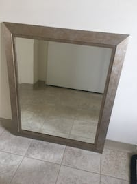Mirror in very good condition and very nice shape like new Richmond, V7E 3R7