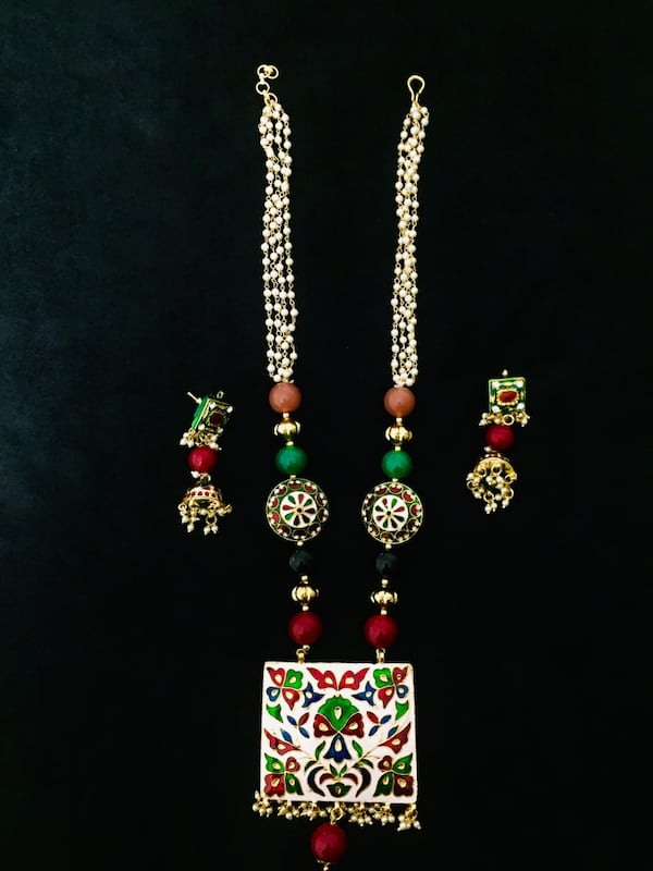 Beautiful necklace with earring 4de57379-2a6b-4fb3-ae9d-5077d32bd6df