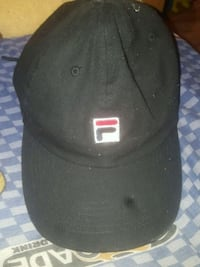black and white fitted cap Gatineau, J8Y 6M1