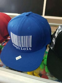 blue and white fitted cap 790 km