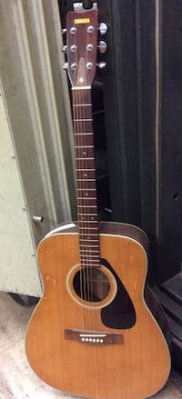 Yamaha acoustic guitar with case FG-321 pre owned mint 834872-1  Baltimore, 21205