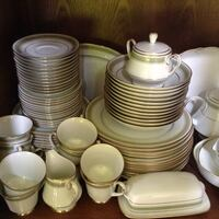 white ceramic dinnerware set North Cowichan, V9L 2X5