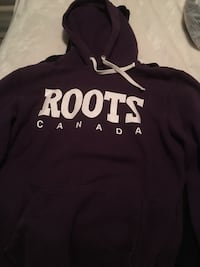 black and white Hollister pullover hoodie London, N5V 3L9