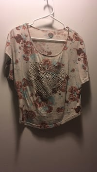 brown and red floral scoop-neck T-shirt