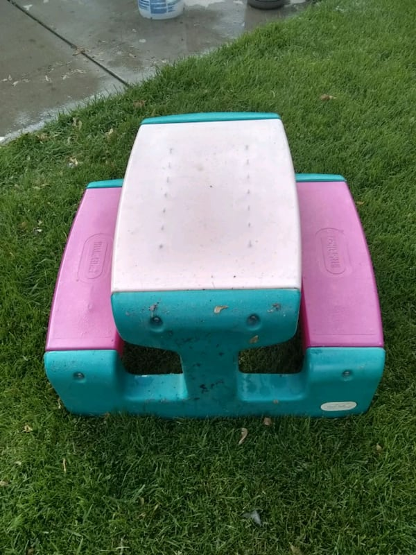 Little tikes picnic table 1