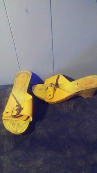 pair of yellow-and-blue flip flops Lafayette, 70501