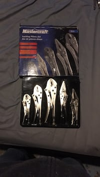 four assorted color handled knives in box Ottawa, K4A 1V2