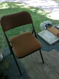 brown and black folding chair Des Moines, 50315