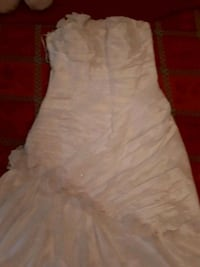 women's white strapless wedding gown Toronto, M5T 2V7