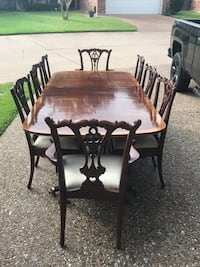 Hickory White mahogany double pedestal dining table with 8 chairs Shreveport, 71115
