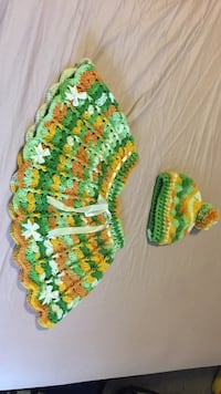 women's green and brown knitted skirt and knit cap لندن, N6K 1M1