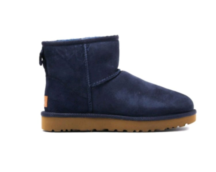 Brand new UGG boots . Size 11  55165be6-479b-4cc1-b0ee-f7707edfdf19