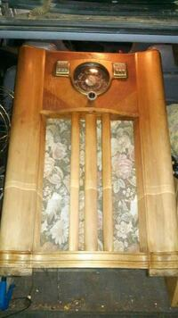Antique wooden radio 2343 mi
