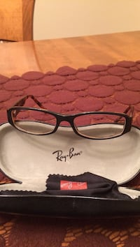 Black ray-ban eyeglasses with case Montréal, H1G 2C9