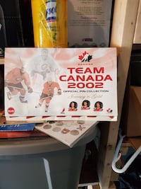 Team Canada Limited Edition pin set