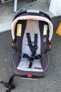 Graco Snugride 35 Infant Carseat w/ base
