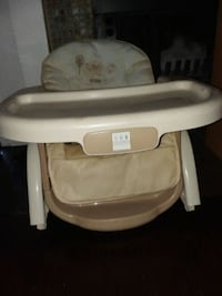 baby's white and gray high chair Fresno, 93727