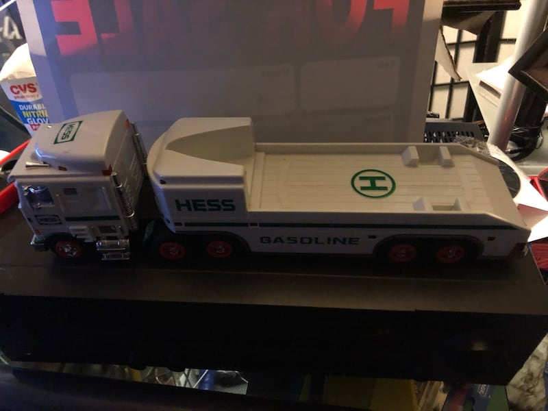 Hess collectibles- Truck & Space Shuttle 7