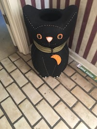 Halloween cat standing candy holder.  Olive Branch, 38654