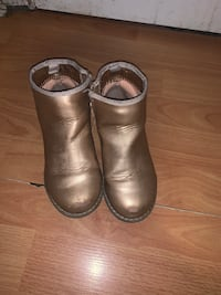Gap boots size 10  Vancouver, V5W 1R5