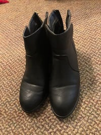 Black ankle boots Coquitlam, V3B 2X7
