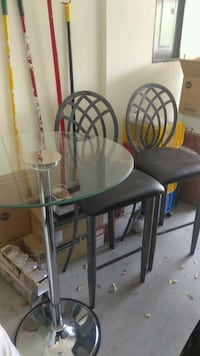 Tall glass table and two chairs Las Vegas, 89108