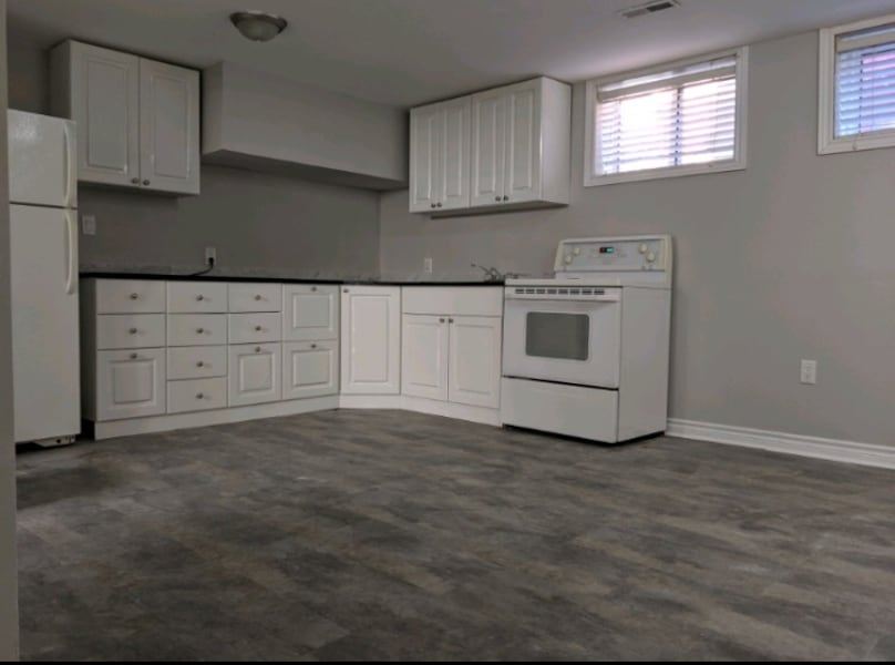 Spacious 2  Bed+Den Bsmt Apt, Great Location in the Vanier Area! 4a976fb6-99a0-4f76-b836-445a086a2004