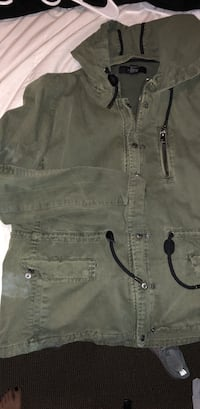 Army green coat size large runs smaller Tempe, 85281