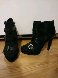 Size 5.5 black suede and leather heels Saint Paul, 55106
