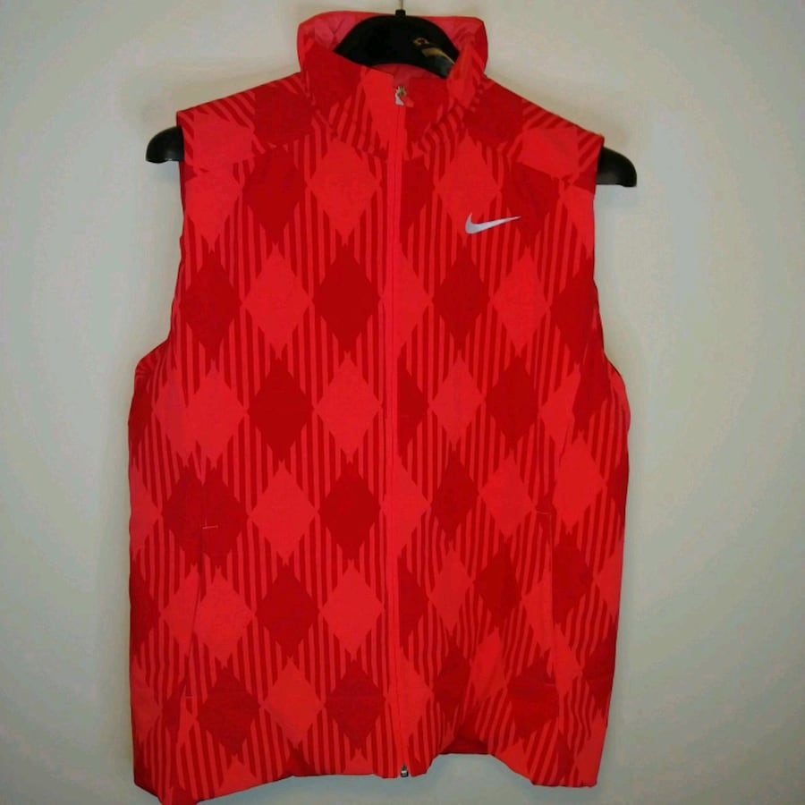 LIKE NEW: XL WOMENS Nike golf sport vest   Suitable for skiing, hiking