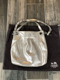 EUC leather Coach bag. Smoke free pet free home Bradford West Gwillimbury, L3Z 0L5