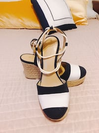 Pair of black-and-white open toe pumps San Diego, 92102