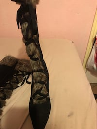 Pair of black suede heeled boots , size 7 worn 3 times paid 40 for them but $15 to get them off my hand Fort Worth, 76134