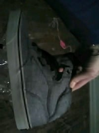 Size 9 mens off the wall vans