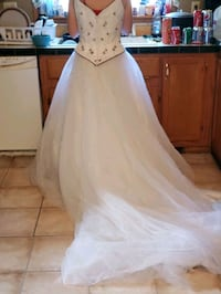 Size 8 wedding dress Searsboro, 50242