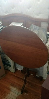 ANTIQUE  ROUND WOOD TABLE  FOLDS DOWN