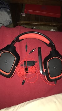 black and red Logitech corded headset Bristow, 20136