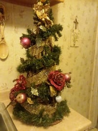 Gold and red xmas Tree Saint Clair